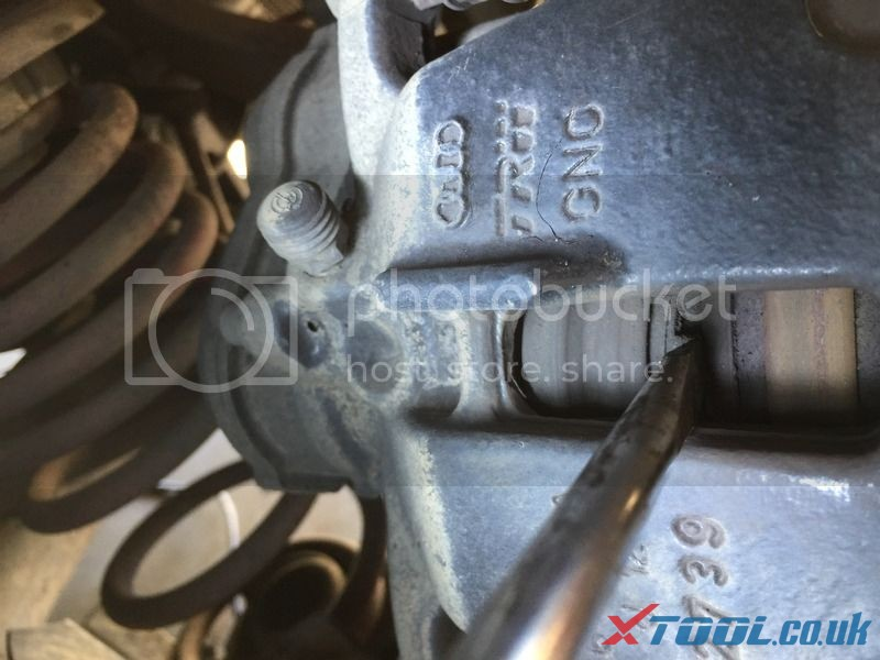 How to Replace Audi brake pad with Xtool V401 9