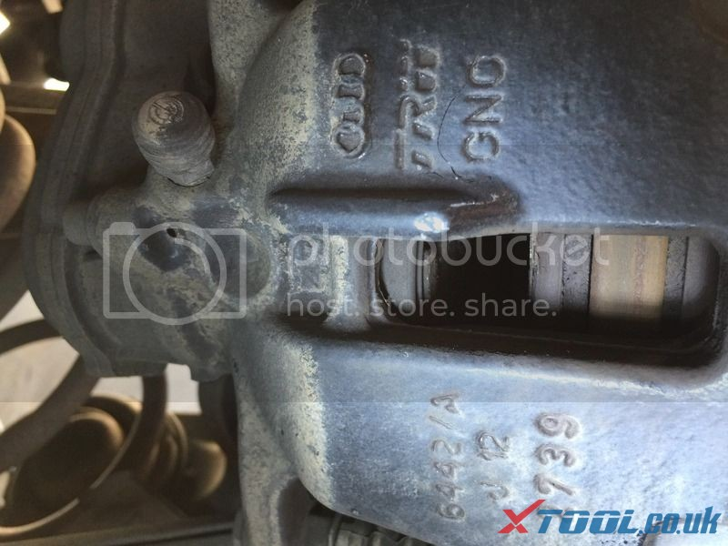 How to Replace Audi brake pad with Xtool V401 10